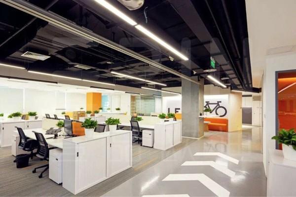 颗粒板与多层板材质的办公桌椅哪个比较好?